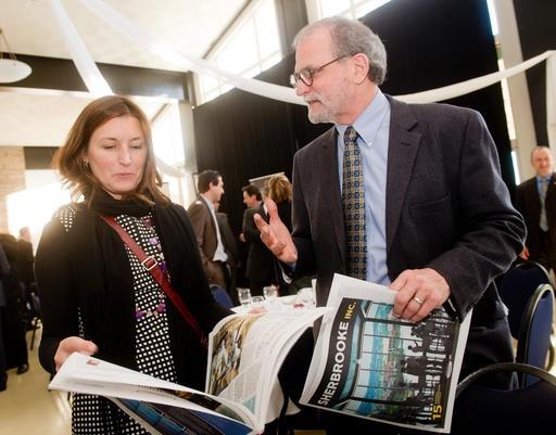 Marie-Claude Dupoy, directrice du Service des communications et des affaires corporatives chez Cégep de Sherbrooke, et Alain Leclerc, directeur des ventes et cahiers spéciaux à La Tribune. ()
