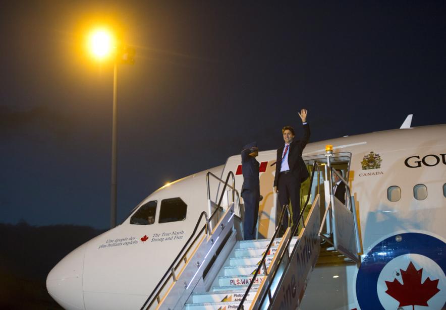 «Pendant que le premier ministre Justin Trudeau se... (Photo Sean Kilpatrick, La Presse Canadienne)