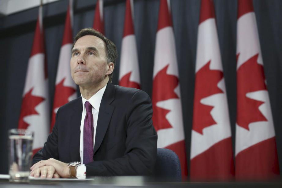 En point de presse, leministre des Finances Bill... (PHOTO CHRIS WATTIE, REUTERS)
