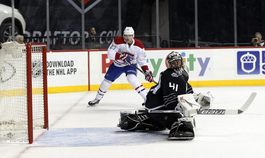 Jaroslav Halak regarde derrière lui après avoir accordé un but en première période. (PHOTO PAUL BERESWILL, AP)