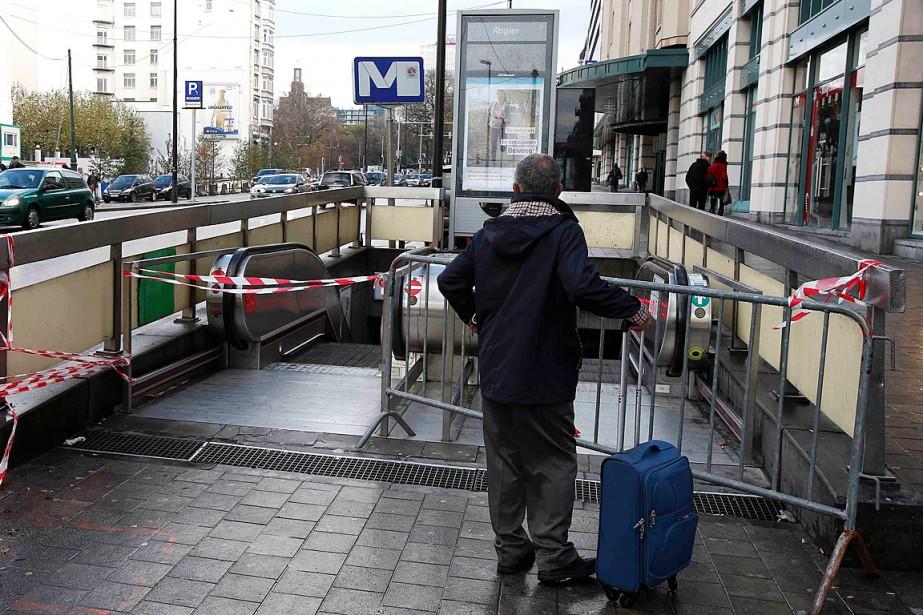 Toutes les stations de métro sont fermées dans... (Photo Youssef Boudlal, Reuters)
