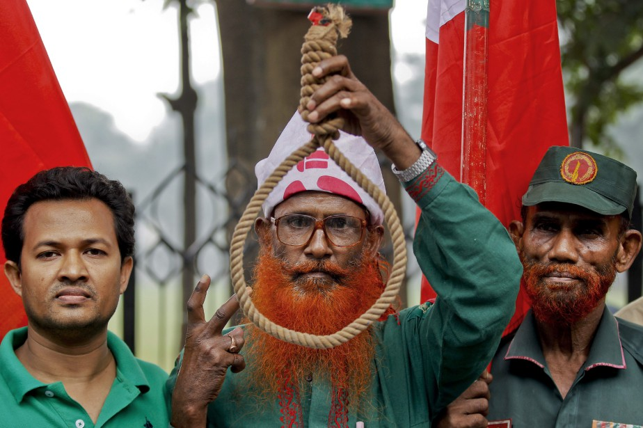 La condamnation à mort des deux hommes en... (PHOTO A.M. AHAD, ASSOCIATED PRESS)