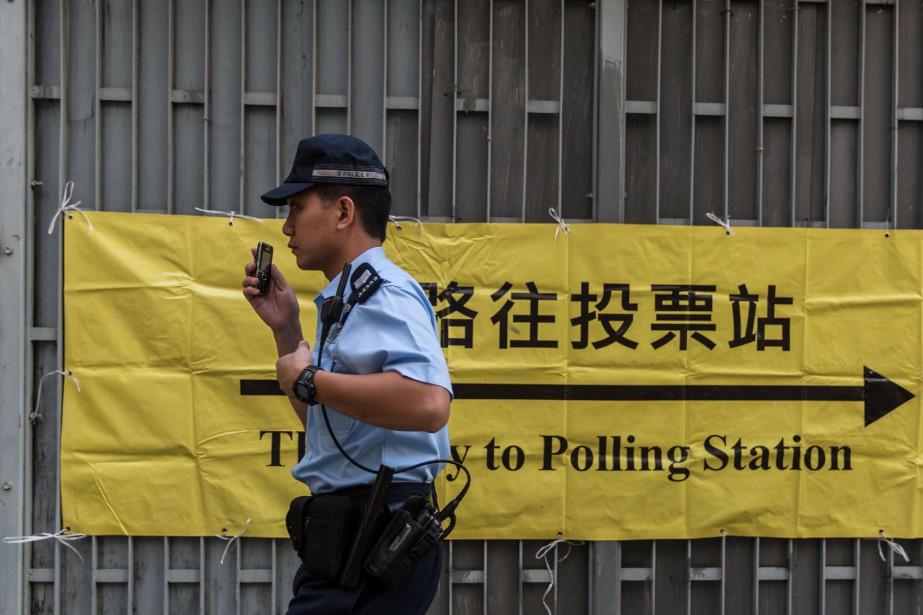 Les résultats des élections sont attendus lundi matin.... (PHOTO ANTHONY WALLACE, AFP)