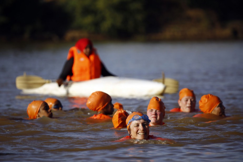 L'ambassadrice des Pays-Bas au Soudan,Susan Blankhart (au centre),a... (Photo Ashraf Shazly, AFP)