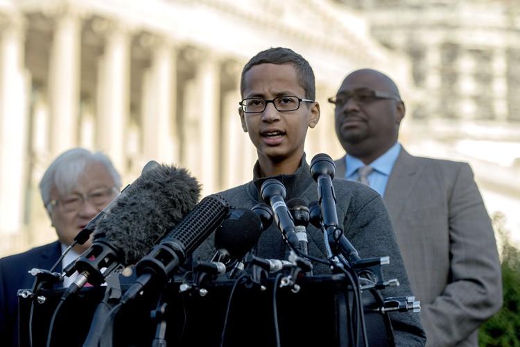 Ahmed Mohamed, 14 ans, avait été menotté et... (PHOTO AFP)