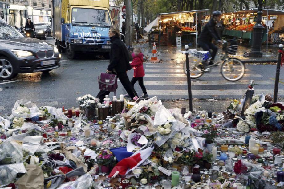 Les prochesdes djihadistes auteurs des attentats de Paris... (PHOTO PATRICK KOVARIK, AFP)