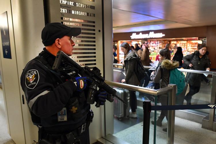 Les États-Unis avaient lancé lundi une alerte mondiale... (PHOTO AFP)