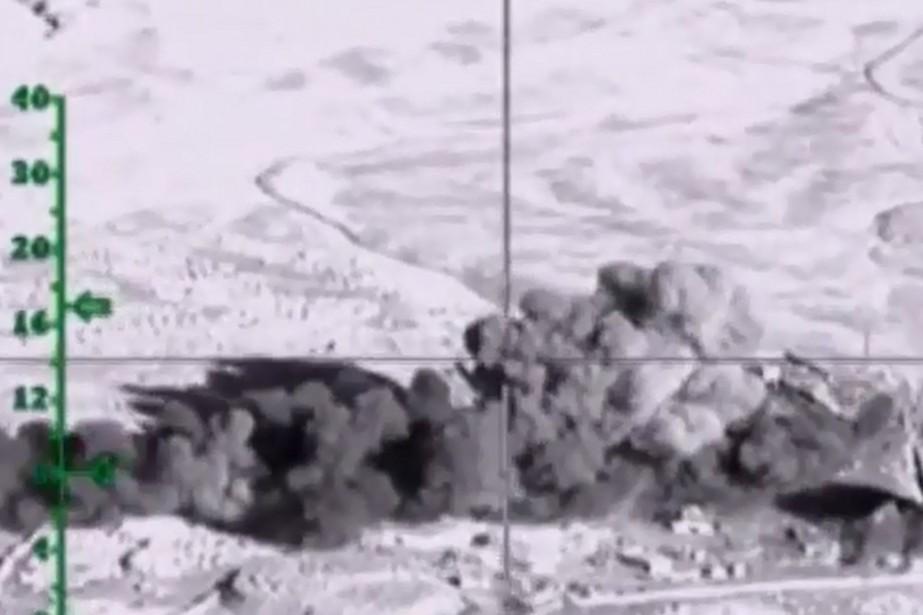 Une vue aérienne d'explosions suite à des frappes... (PHOTO FOURNIE PAR LE MINISTÈRE RUSSE DE LA DÉFENSE, VIA AFP)