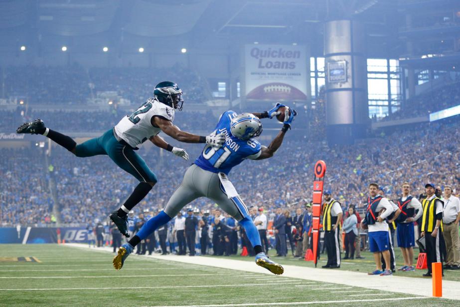 Calvin Johnson (81) a réussi trois touchés dans... (Photo Rick Osentoski, AP)