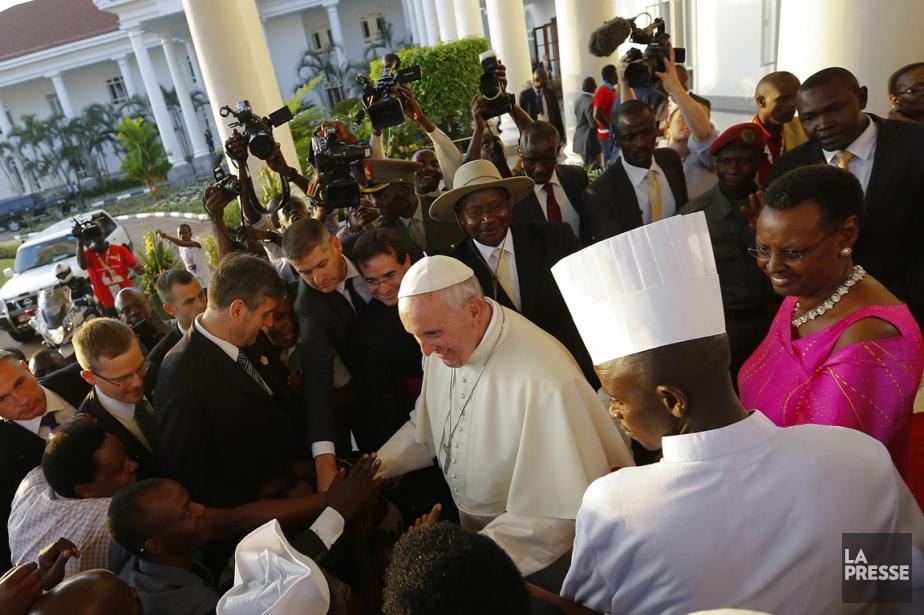 Le pape François a rencontré le président ougandais... (PhotoStefano Rellandini, AP)