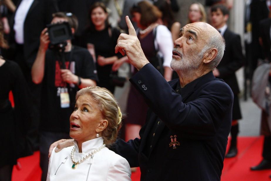 Sean Connery et sa femme Micheline Roquebrune au... (PHOTO ARCHIVES REUTERS)