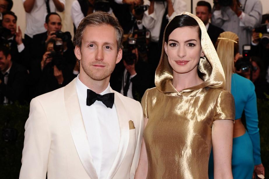 Adam Shulman et Anne Hathaway, au Met, à... (Photo Charles Sykes/Invision/AP)
