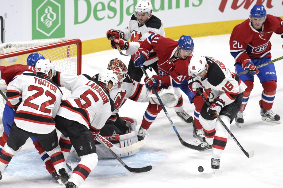 Circulation dense devant le filet de Cory Schneider. (PHOTO BERNARD BRAULT, LA PRESSE)