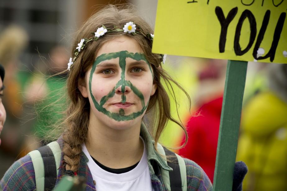 Des milliers de manifestants ont envahi les rues d'Ottawa pour réclamer un accord sur le climat. Sur la photo: Laura Pépin, avant le depart de la marche. (Martin Roy, LeDroit)