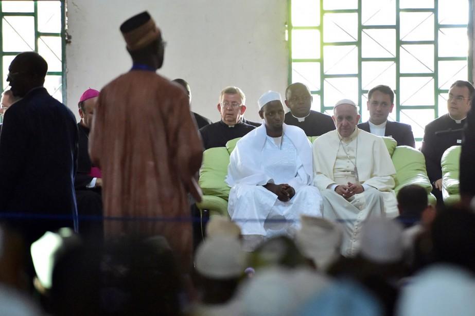 Le pape (à droite) a visité la Mosquée... (PHOTO GIUSEPPE CACACE, AFP)