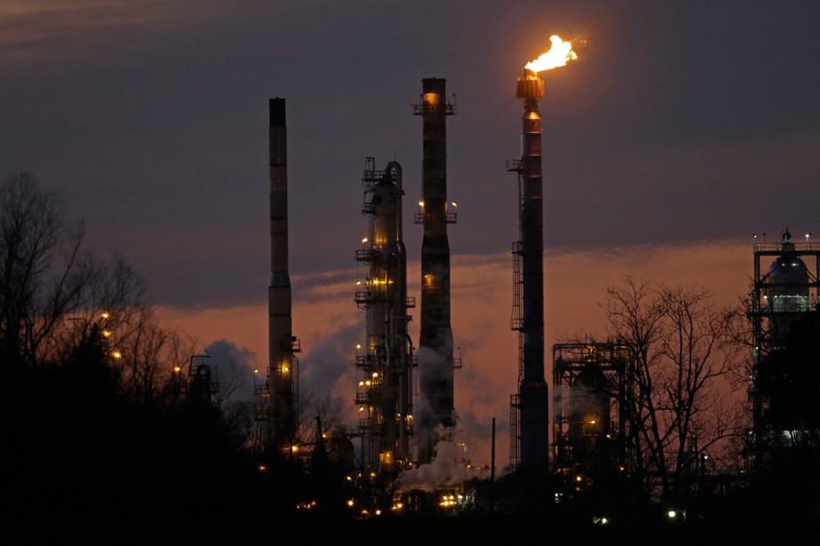 Une raffinerie de pétrole d'Exxon Mobil en Louisiane.... (PHOTO GERALD HERBERT, ARCHIVES AP)