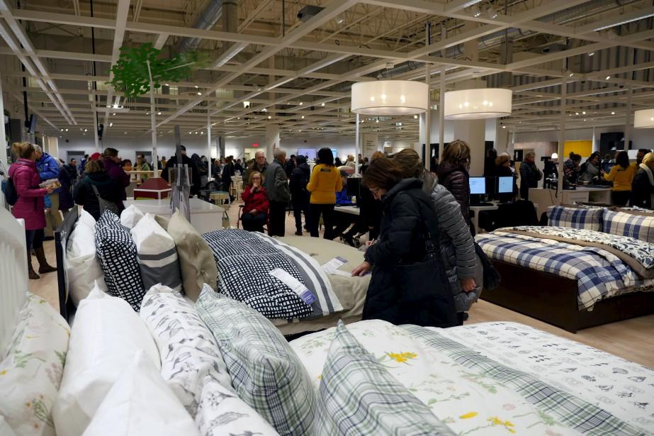 Presque 6000 personnes ont franchi les portes en ce jour d'ouverture du nouveau centre de cueillette de 10h à 21h mardi. (Le Soleil, Frédéric Matte)