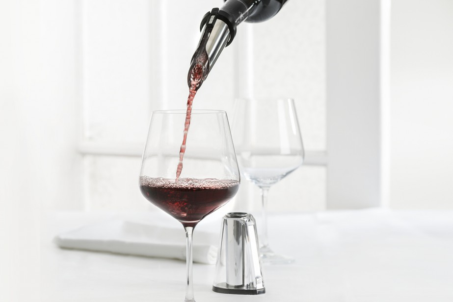 L'aérateur de vin Trudeau (29,99 $) surprendra celui qui a tout et qui n'a jamais rien à inscrire sur sa liste de cadeaux. Muni d'un bec verseur antigoutte et reposant sur un socle, l'objet est élégant. En versant le vin dans le verre, l'utilisateur injecte aussi de l'air. C'est comme si le vin avait passé 30 minutes dans une carafe. Information: <strong>www.trudeaucorp.com</strong><strong></strong> ()