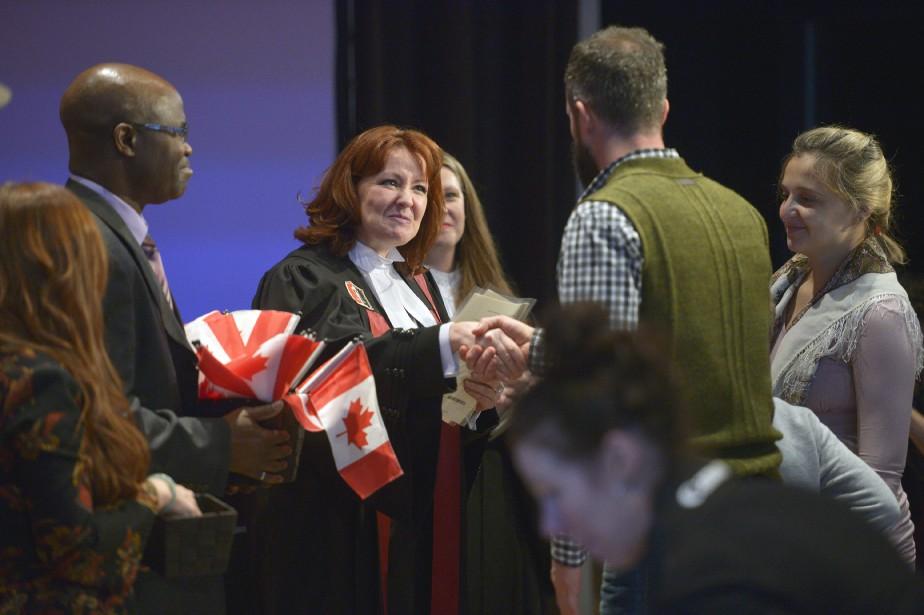 Une quarantaine d'immigrants ont reçu officiellement leur citoyenneté canadienne, mercredi, à Québec. (Le Soleil, Jean-Marie Villeneuve)