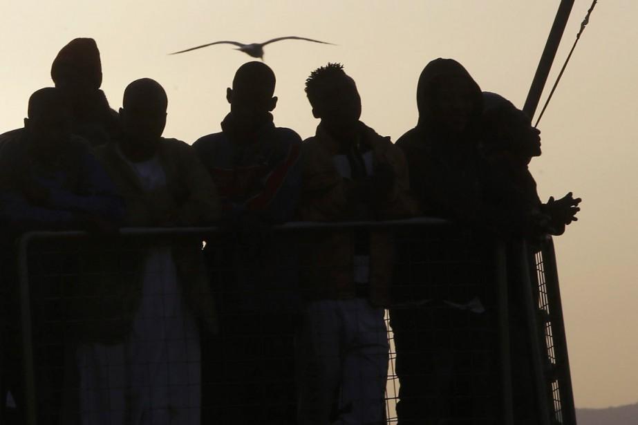 Après une moyenne de plus de 760 migrants... (PHOTO ANTONIO CALANNI, ARCHIVES AP)