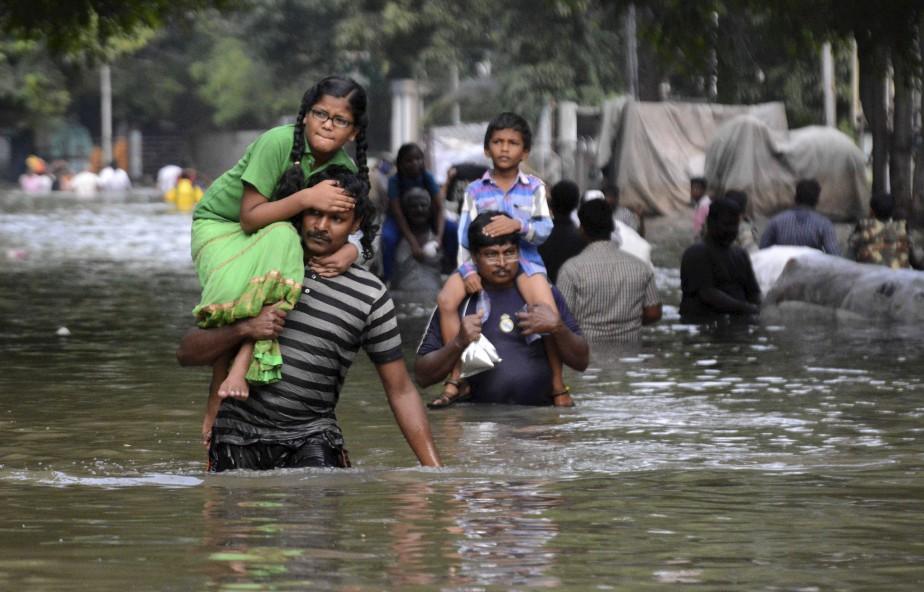 Les médias rapportent que les eaux de crue relâchées depuis un lac près de Chennai ont inondé des quartiers de la ville. (AFP)