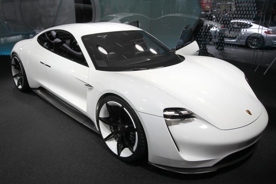 La Mission E de Porsche avait été présentée... (Photo Daniel Roland, AFP)