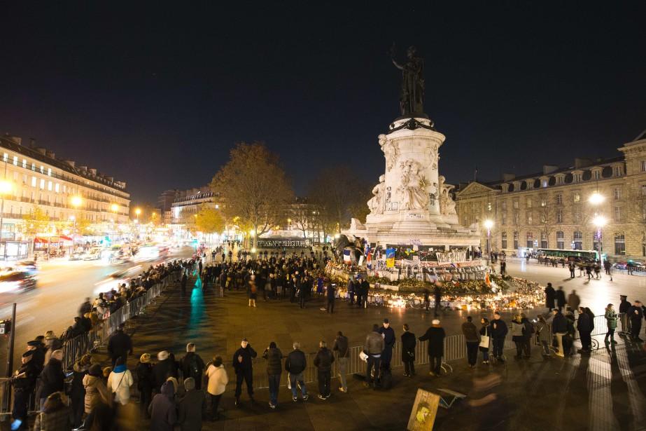 Des gens se rassemblent sur la Place de... (PHOTO JOEL SAGET, AGENCE FRANCE-PRESSE)