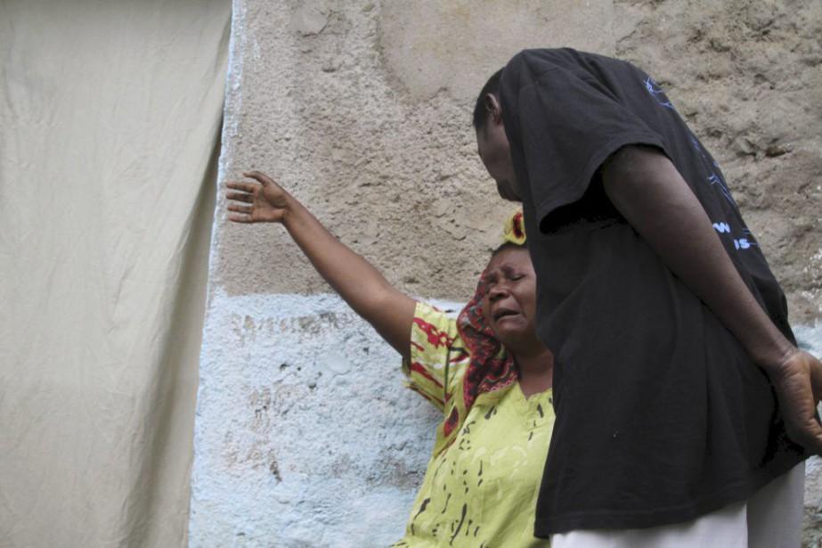 Une femme pleure le décès de son fils,... (PHOTO JEAN PIERRE AIME HARERIMANA, REUTERS)