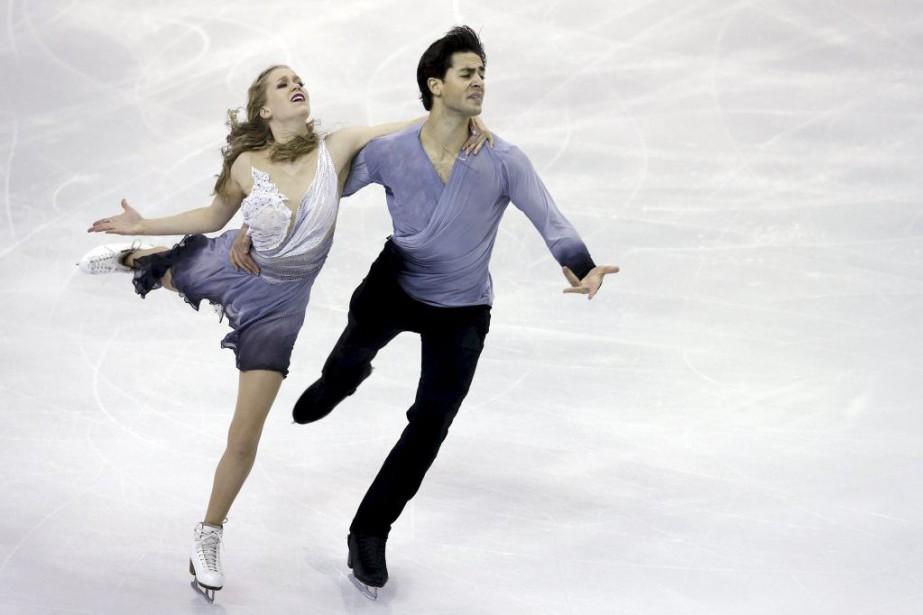 Kaitlyn Weaver et Andrew Poje... (PHOTO ALBERT GEA, REUTERS)