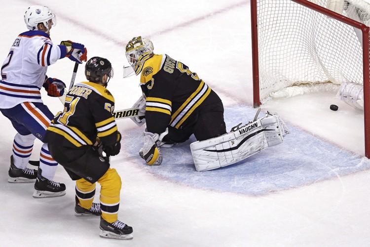 Andrej Sekera a marqué en prolongation et les Oilers d'Edmonton ont... (PHOTO AP)