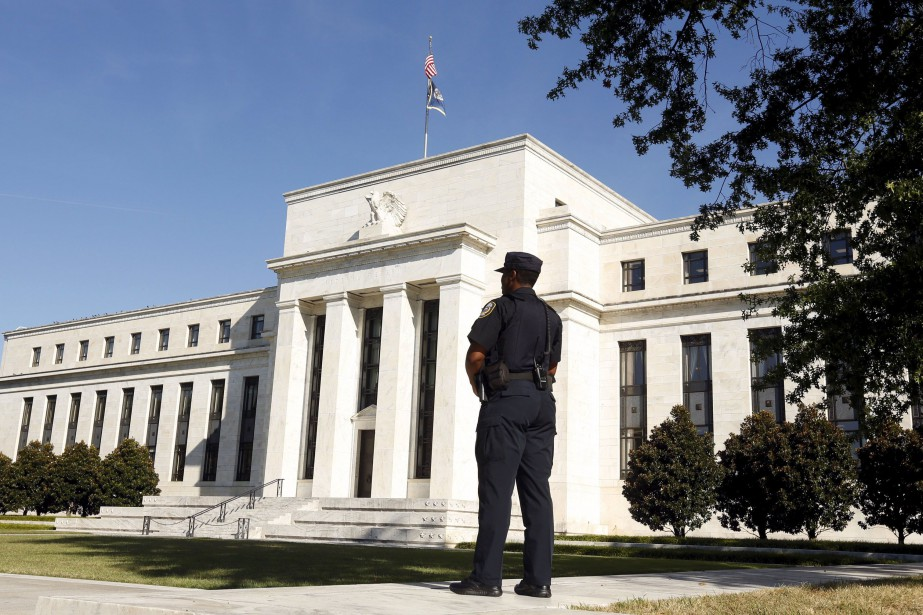 Une responsable de la Réserve... (PHOTO KEVIN LAMARQUE, ARCHIVES REUTERS)