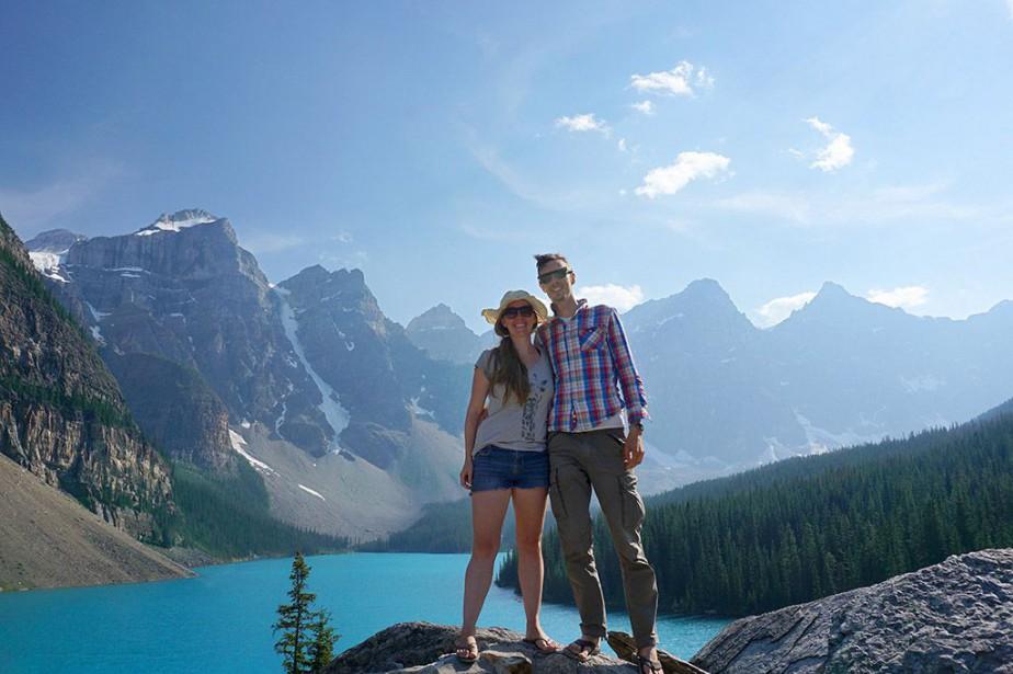 Danielle Chabassol et Mathieu Dubé à Banff, en... (Photo fournie par les voyageurs)