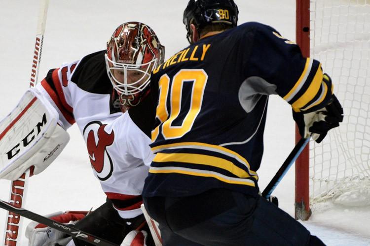 Cory Schneider a bloqué 25 tirs alors que les Devils du New Jersey... (PHOTO AP)