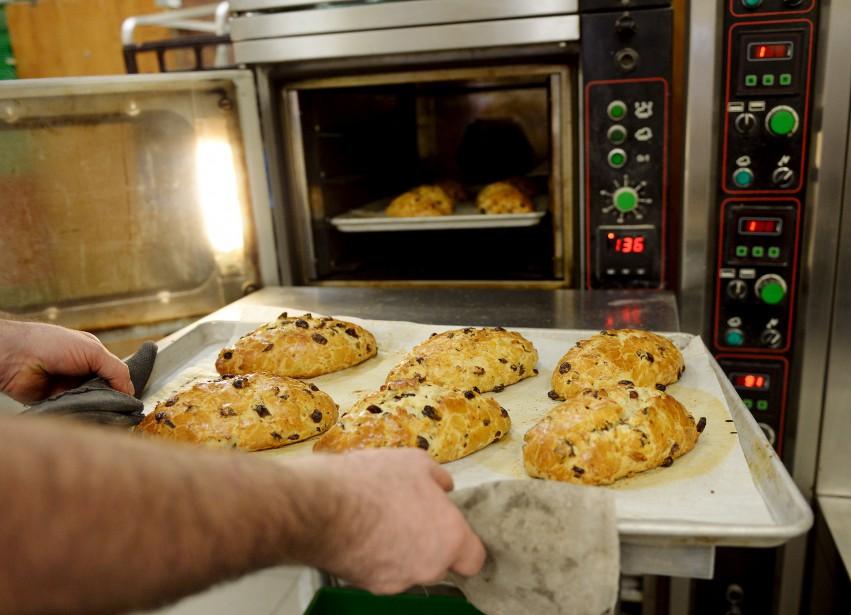 Confection d\u0027un Stollen, un pain de Noël allemand (Le Soleil, Erick