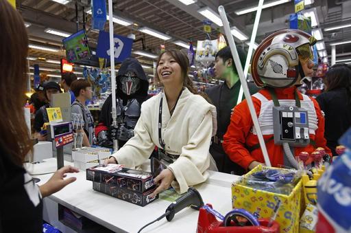 Offrir des produits Star Wars c'est aussi s'imprégner de l'univers créer par George Lucas. (The Associated Press)