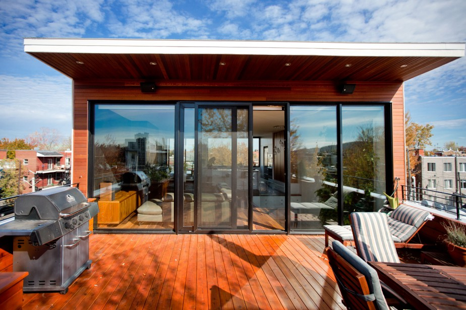 De la grande terrasse sur le toit, ensoleillée... (PHOTO MARCO CAMPANOZZI, LA PRESSE)