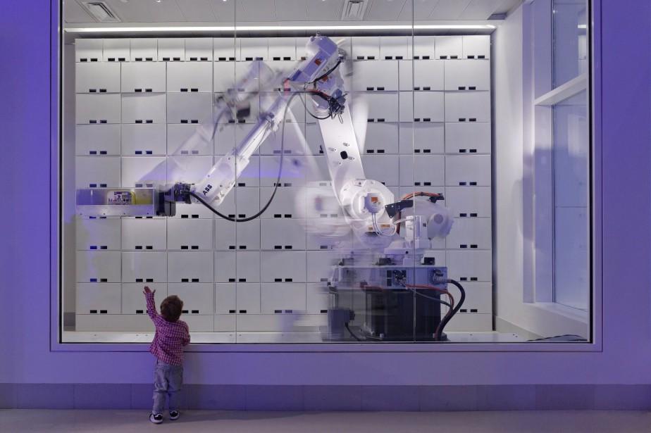Le robot-consigne de l'hôtel Yotel, à New York... (PHOTO FOURNIE PAR YOTEL)