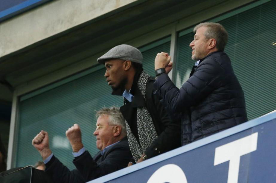 Le nouvel entraîneur de Chelsea Guus Hiddink, Didier... (PHOTO JOHN SIBLEY, REUTERS)