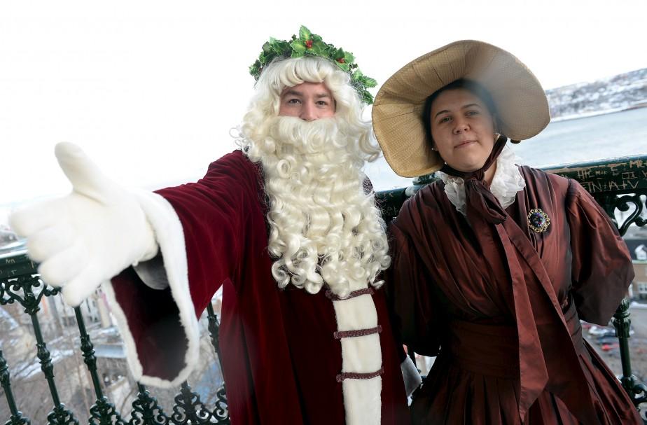 Même le père et la mère Noël étaient de la Grande Fête hivernale, sur la terrasse Dufferin. (Le Soleil, Erick Labbé)
