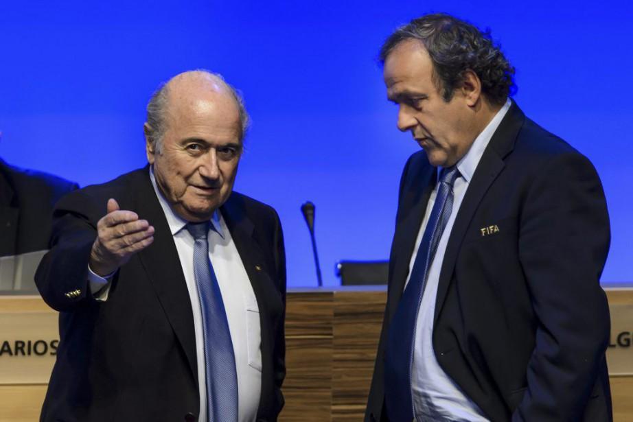 Sepp Blatter et Michel Platini... (PHOTO FABRICE COFFRINI, ARCHIVES AFP)
