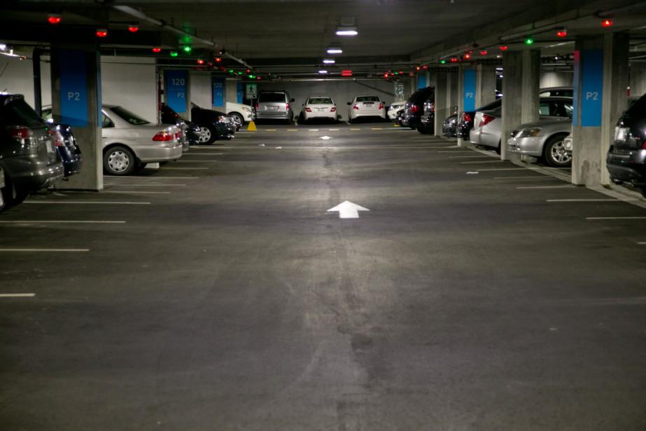 Partout au centre-ville, les cases de stationnement hors... (PHOTO DAVID BOILY, ARCHIVES LA PRESSE)
