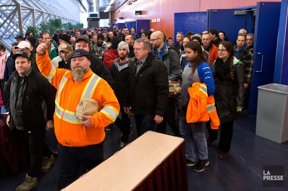 Les cols bleus de Montréal ont tenu une... (PHOTO PATRICK SANFAÇON, LA PRESSE)