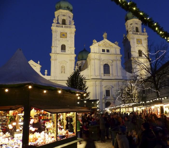 À Passau, le marché de Noël se tient sur la place devant la très belle cathédrale St-Étienne où on retrouve le plus gros orgue au monde avec ses 17974 tuyaux. (Collaboration spéciale)