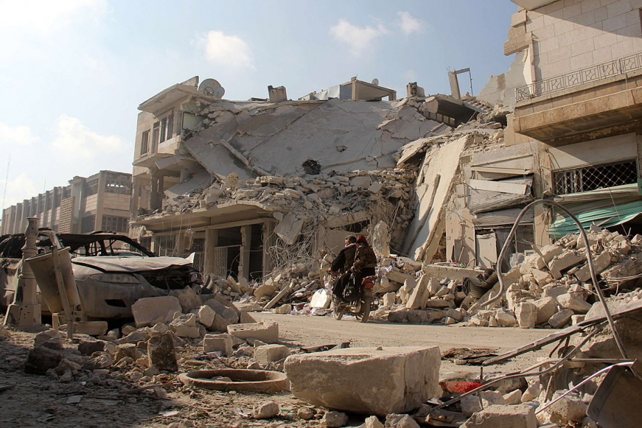 Le régime de Damas qualifie de «terroristes» tous... (PHOTO OMAR HAJ KADHOUR, AFP)