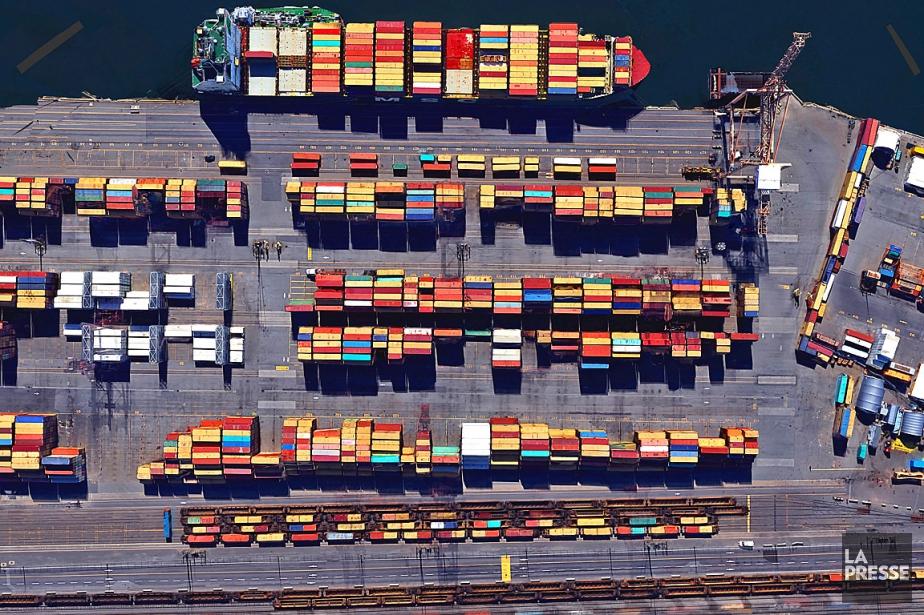 Des milliers et des milliers de conteneurs transitent... (PHOTO MARTIN TREMBLAY, ARCHIVES LA PRESSE)