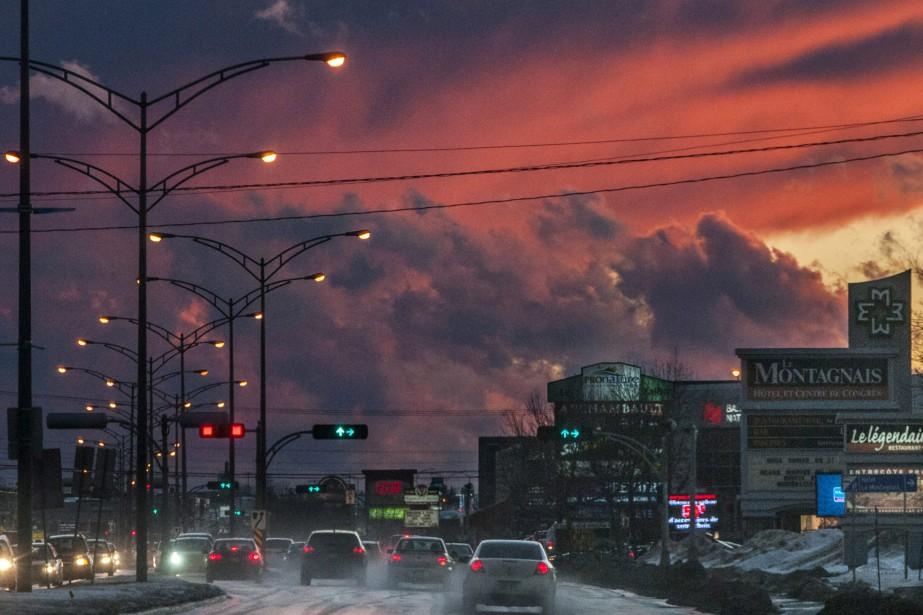 À la veille de Noël, le ciel était magnifique au coucher du soleil, à Chicoutimi. (Photo Le Quotidien, Michel Tremblay)