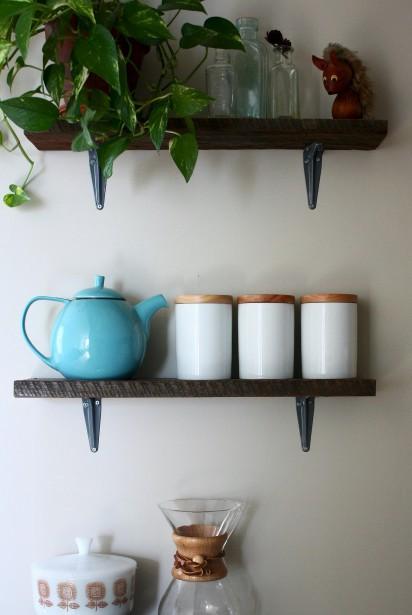 La collection d'articles de cuisine de la famille de Claudia : un exemple du minimalisme mis en place dans la maison. (Claudia Lavallée)
