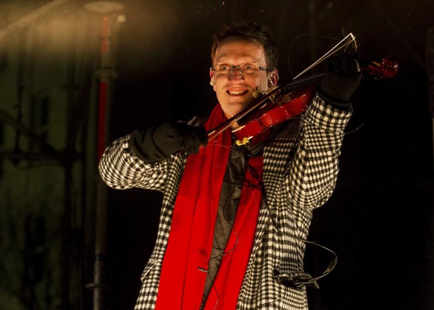 Les violoneux ont commencé le spectacle (Le Soleil, Caroline Grégoire)