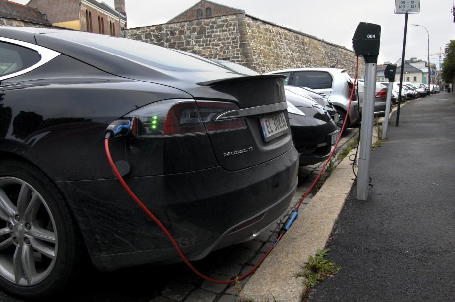 En 2014, la part de marché des véhicules... (PHOTO ARCHIVES AFP)