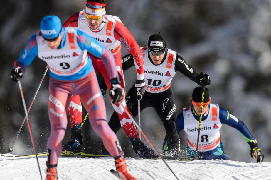 Alex Harvey (2e sur la photo)s'est contenté du... (PHOTO FABRICE COFFRINI, AFP)